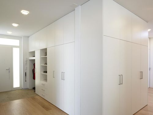 garderobenschrank die visitenkarte im eingangsbereich alpnach norm schrankelemente ag. Black Bedroom Furniture Sets. Home Design Ideas