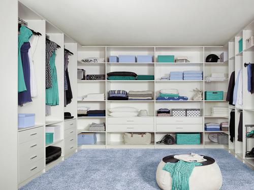 begehbarer kleiderschrank mit schiebet ren ankleide. Black Bedroom Furniture Sets. Home Design Ideas